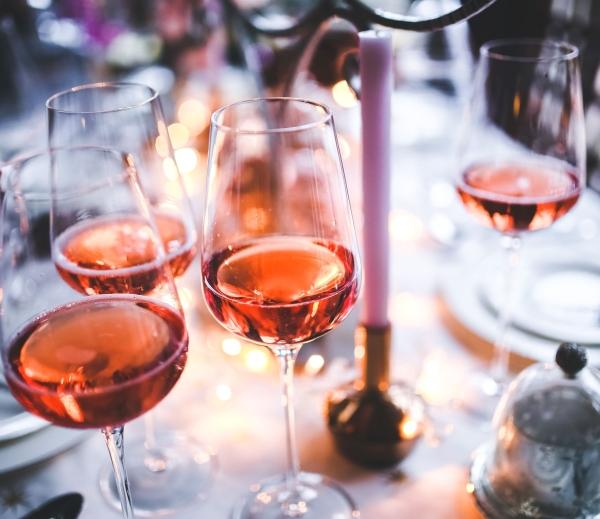 Ile, jak, dlaczego – czy wino na weselu to dobry pomysł?