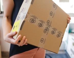 Karton z 3 butelkami gotowy do wysyłki