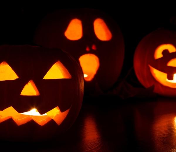 Halloween wsklepach stacjonarnych