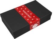Ozdobne pudełko kartonowe w kolorze czarnym ze świąteczną owijką na butelkę bordoską