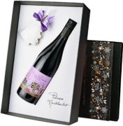 Capcanes Mas Donis Negre w eleganckim pudełku ze świątecznym akcentem